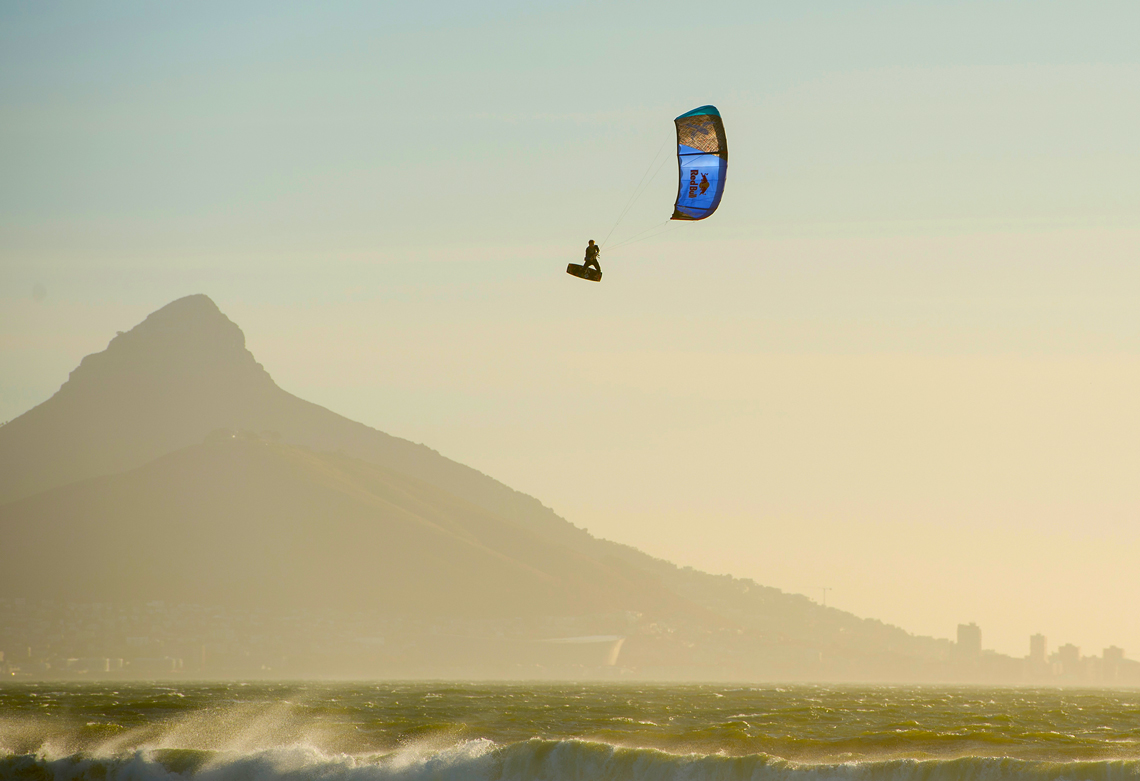 Ruben Lenten on the Best Extract in Cape Town - kitesurf megaloop jump