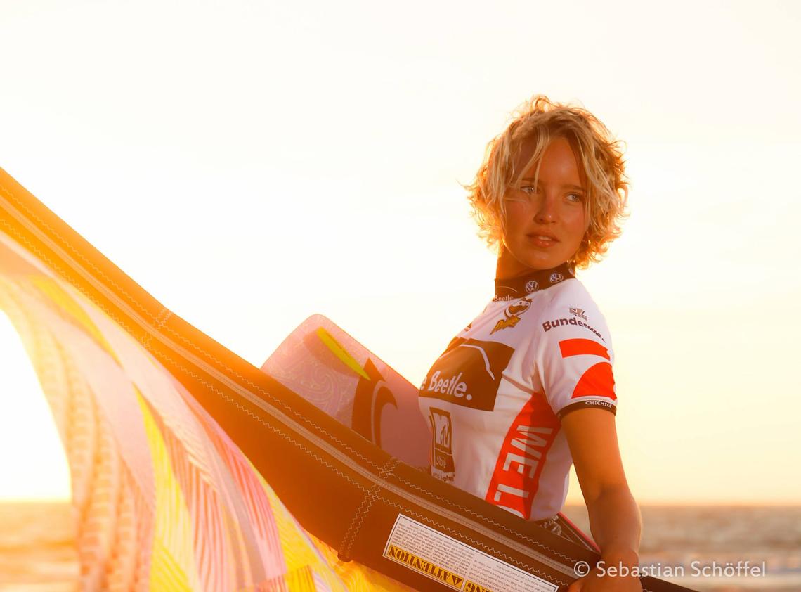 Annabel van Westerop sunset with kite