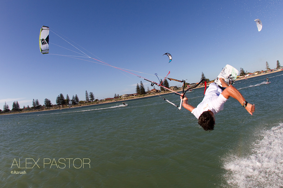 kitesurf wallpaper image - Alex Pastor with a low handlepass - in resolution: iPhone 960 X 640