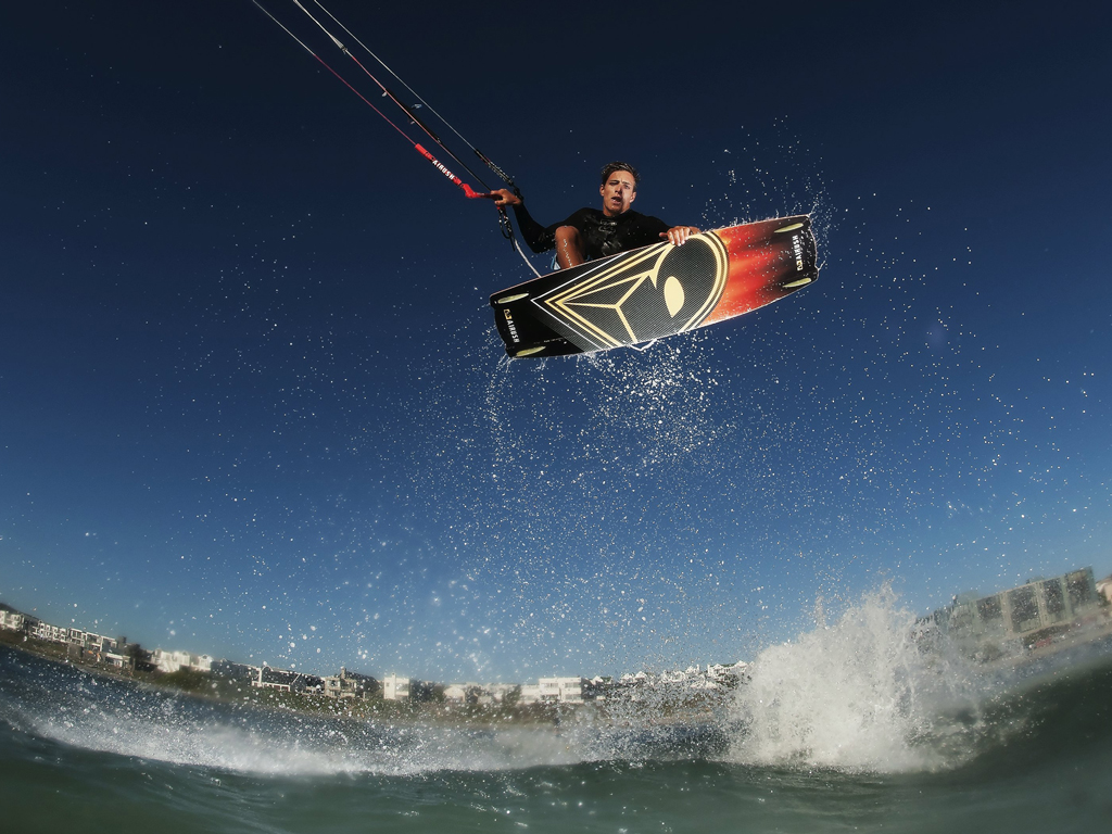 kitesurf wallpaper image - Oswald Smith with a nice Indie Grab at twilight - in resolution: iPad 1 1024 X 768