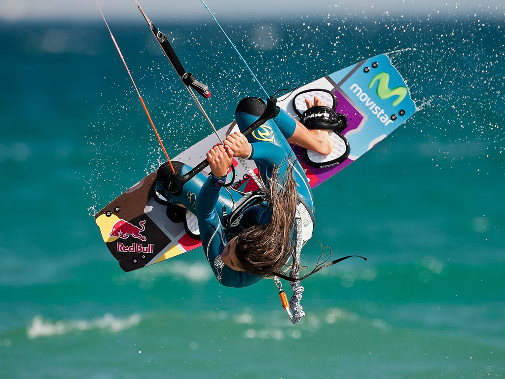 kitesurf wallpaper image - Gisela Pulido giving it all during contest - in resolution: iPad 1 1024 X 768