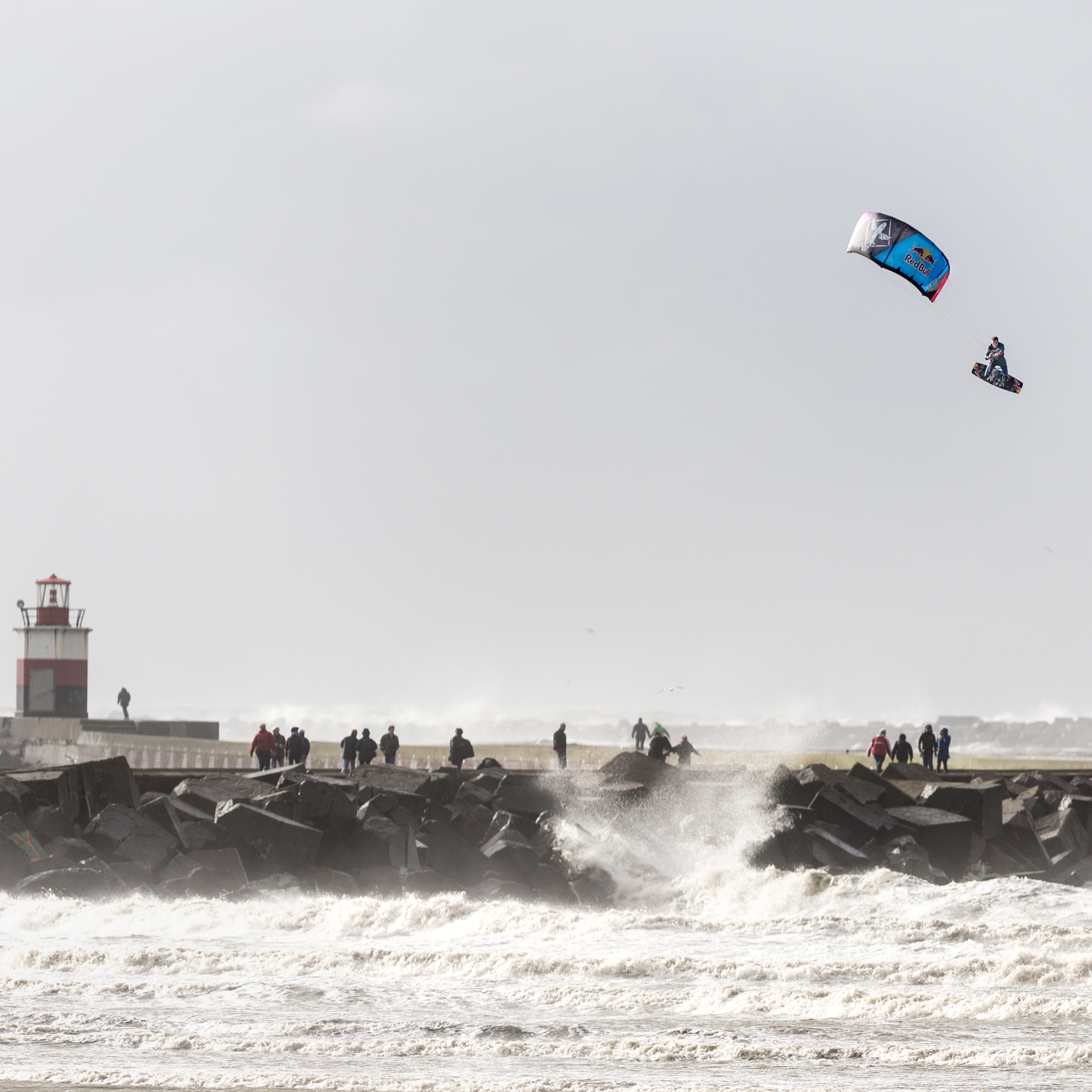 kitesurf wallpaper image - Ruben Lenten stormchasing at Wijk aan Zee megaloop - in resolution: iPad 2 & 3 2048 X 2048