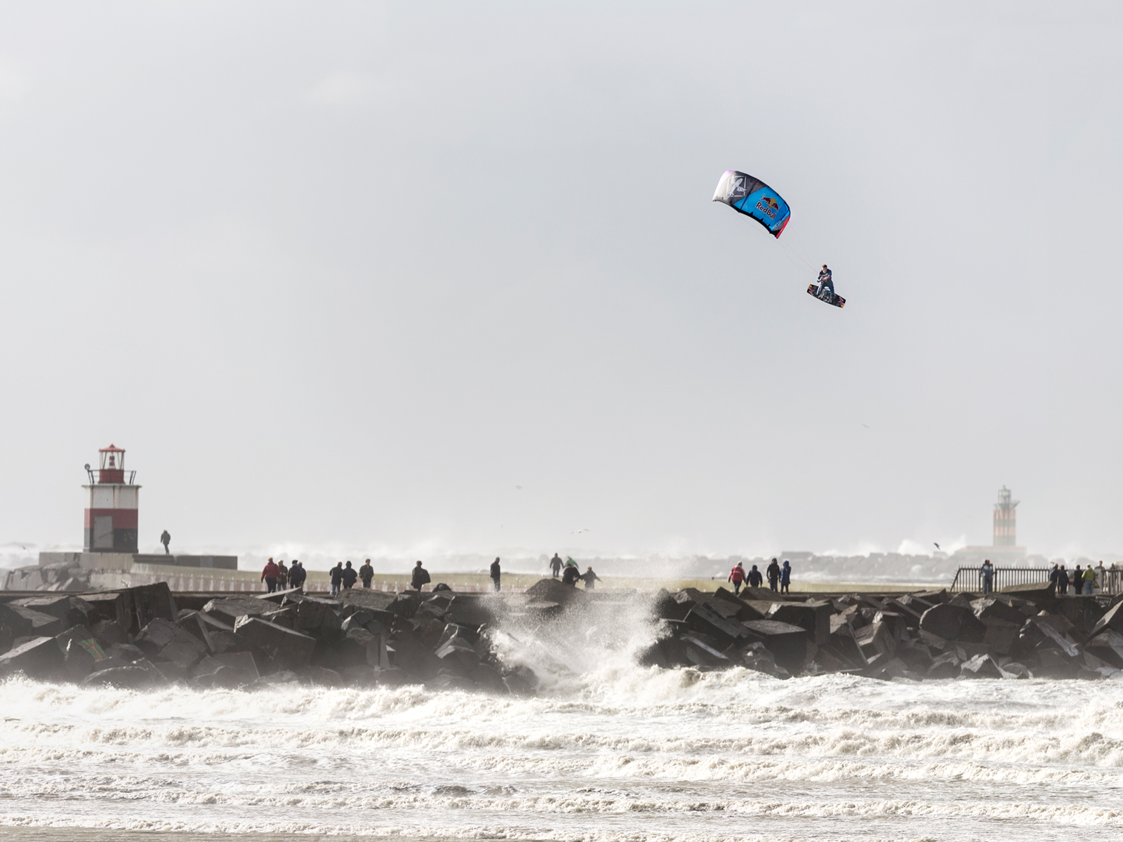 kitesurf wallpaper image - Ruben Lenten stormchasing at Wijk aan Zee megaloop - in resolution: Standard 4:3 1600 X 1200