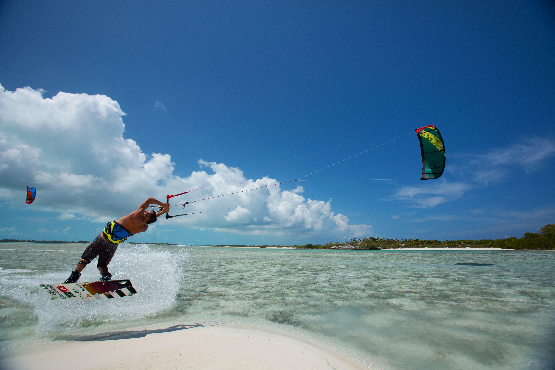 kitesurf wallpaper image - Kiteboarder Youri Zoon popping a jump over a tropical sandbar on his Best Kiteboarding gear. - in resolution: Original 5760 X 3840