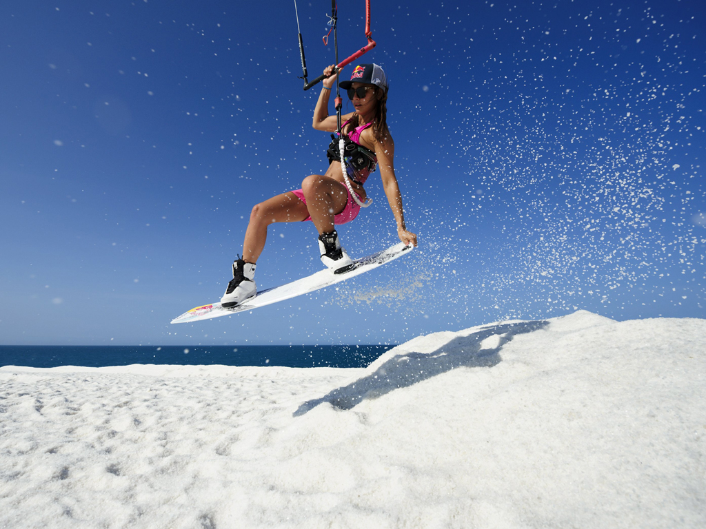 kitesurf wallpaper image - Bruna Kajiya jumping from salt mountain - in resolution: iPad 1 1024 X 768