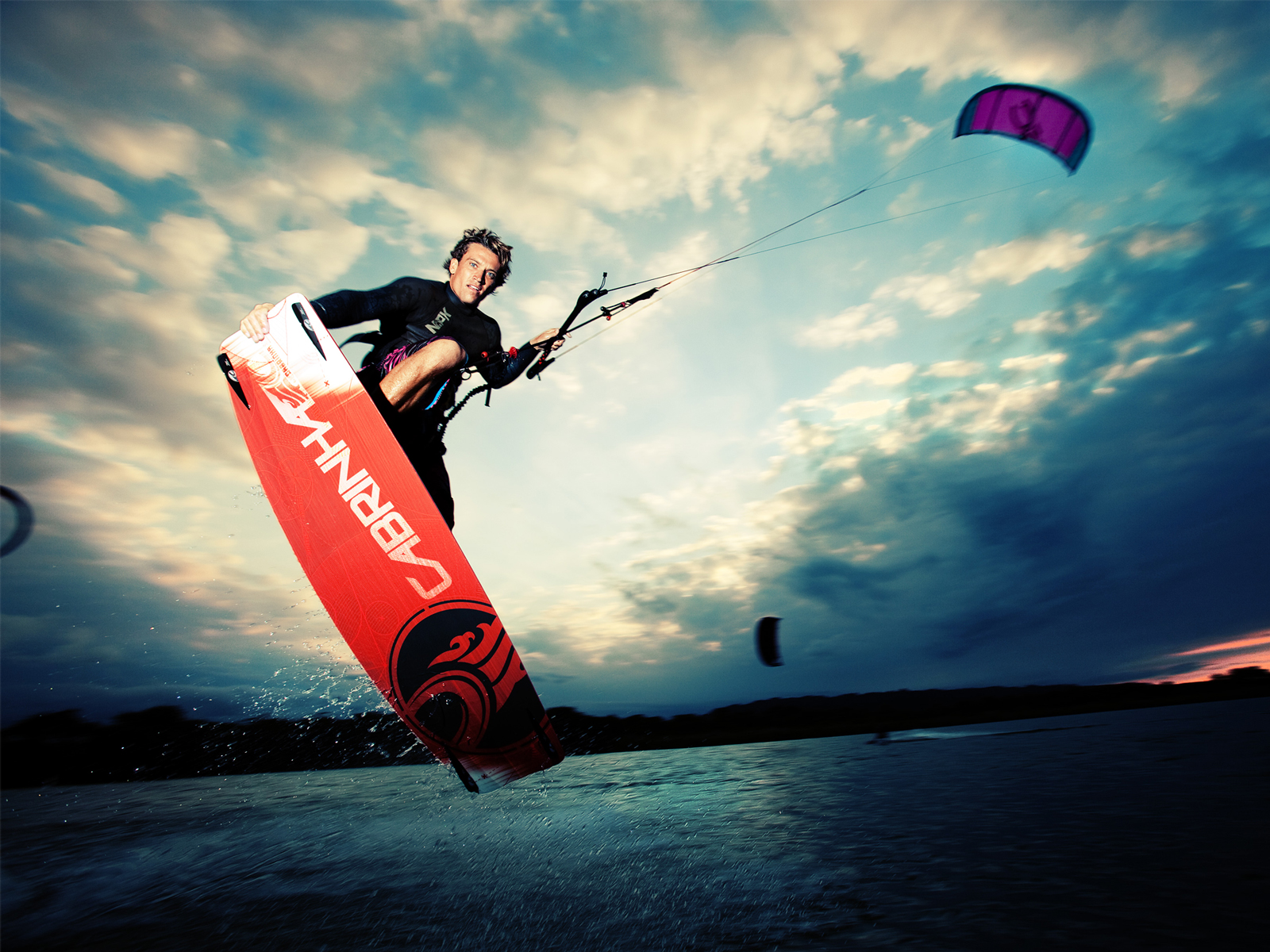 kitesurf wallpaper image - Damien LeRoy with a tailgrab at dusk on his Cabrinha kites gear - in resolution: Standard 4:3 1600 X 1200