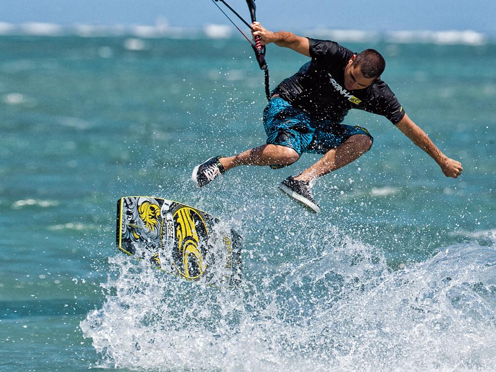 kitesurf wallpaper image - Jason on the wake skate - in resolution: iPad 1 1024 X 768