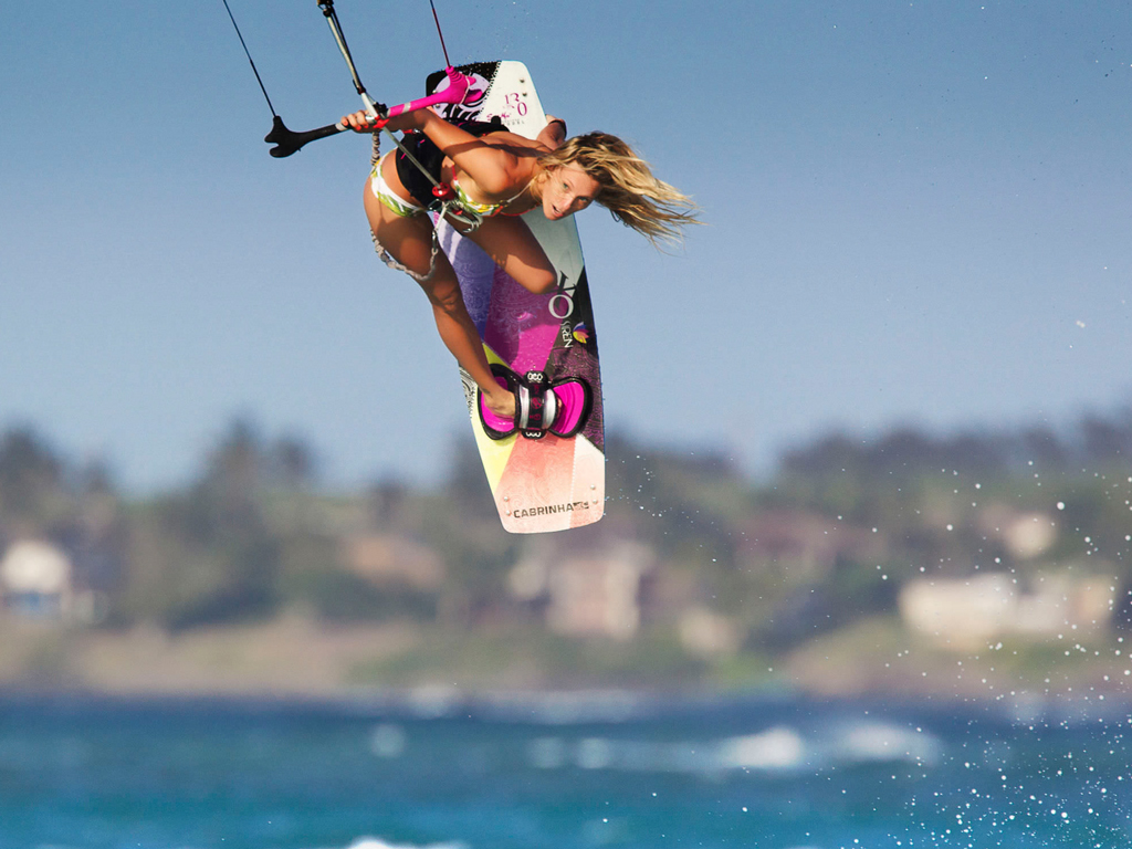 kitesurf wallpaper image - Susi Mai showing how it's done. - in resolution: iPad 1 1024 X 768