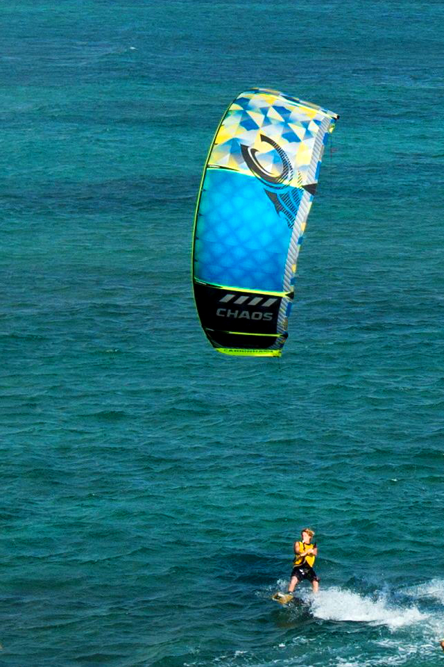 kitesurf wallpaper image - The 2015 Cabrinha Kites teamriders kitesurfing off the coast of Hawaii. - in resolution: iPhone 640 X 960