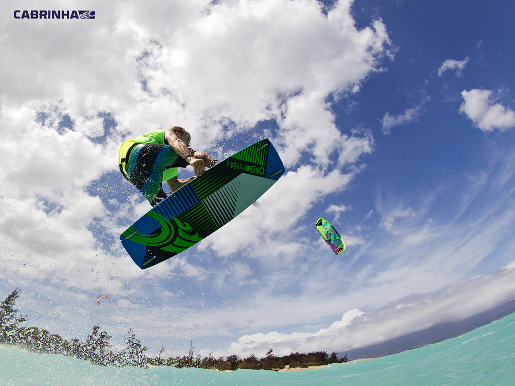 kitesurf wallpaper image - Alberto Rondina flying over tropical water on his Cabrinha kite - in resolution: iPad 1 1024 X 768