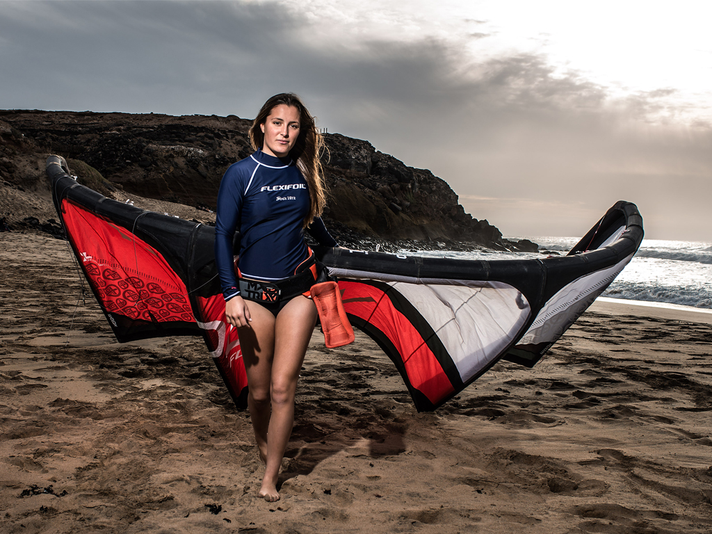 kitesurf wallpaper image - Julia Castro Christiansen and her Flexifoil kite - kitesurfer - in resolution: iPad 1 1024 X 768