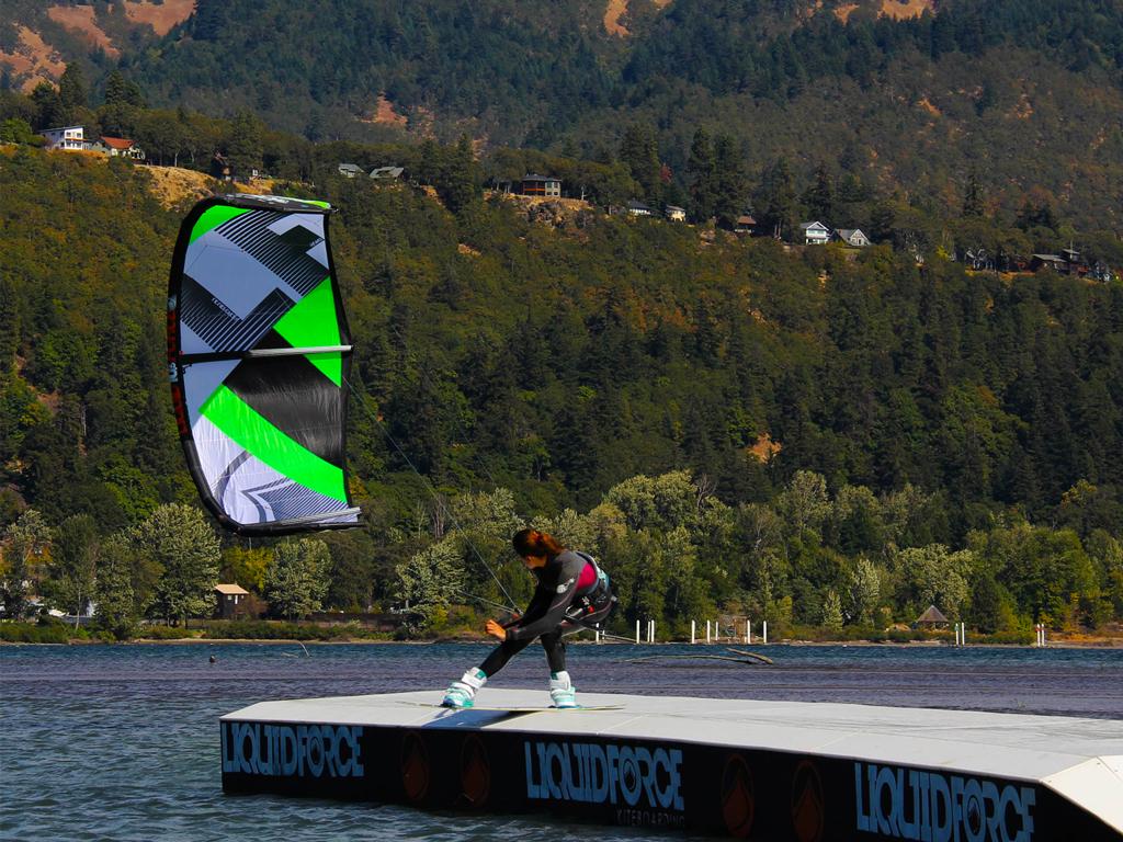 kitesurf wallpaper image - Sensi Graves kiteboarding on the slider with her Liquid Force kite - in resolution: iPad 1 1024 X 768