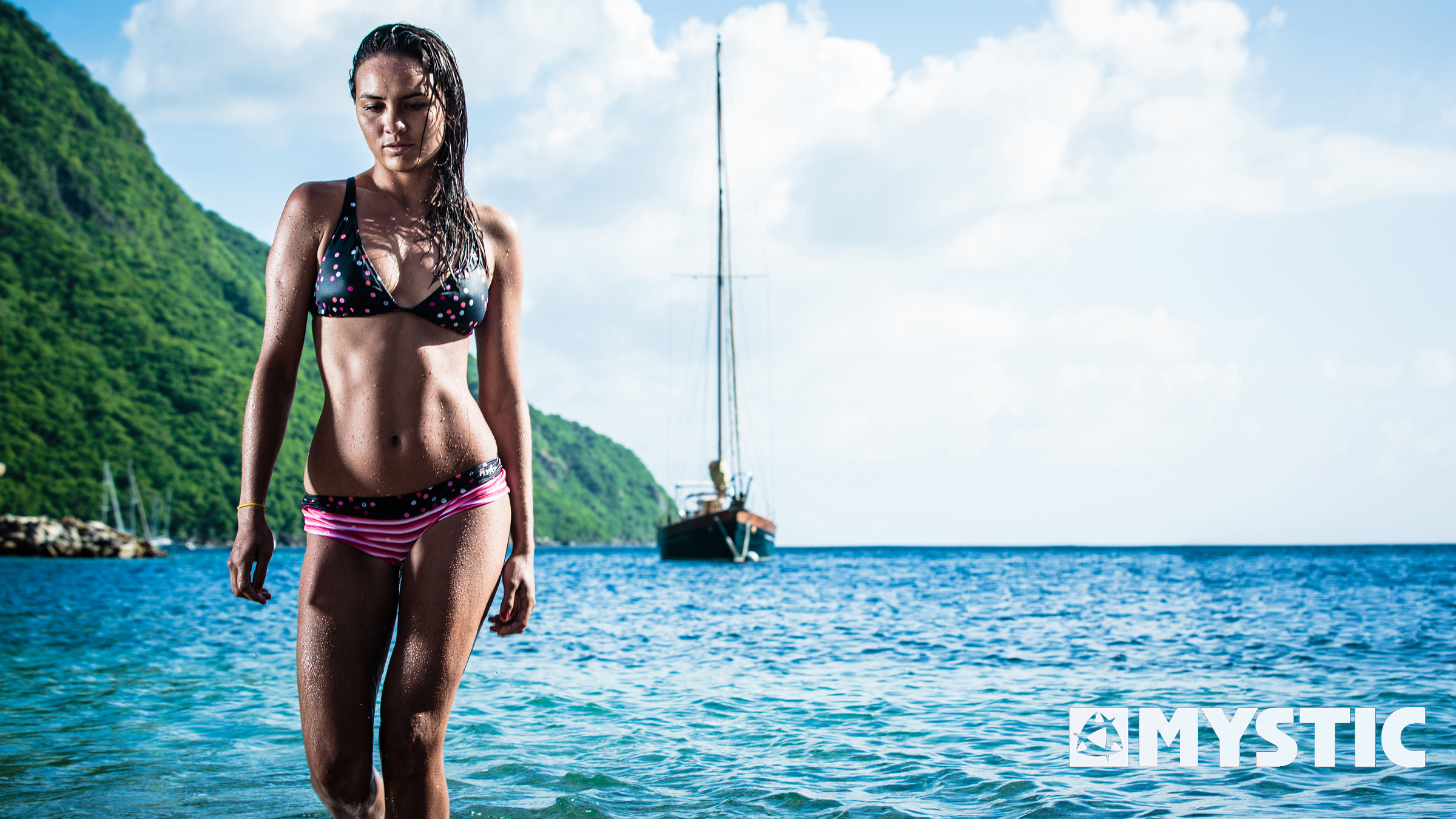 kitesurf wallpaper image - Bruna Kajiya showing off an excellent bikini after a day in the surf. - in resolution: High Definition - HD 16:9 2400 X 1350