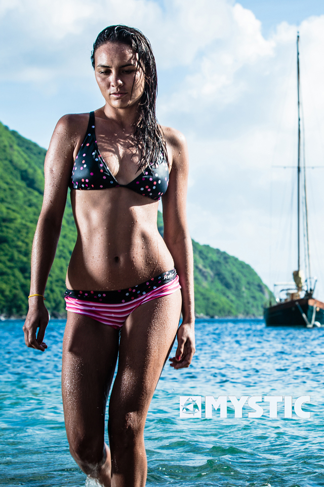 kitesurf wallpaper image - Bruna Kajiya showing off an excellent bikini after a day in the surf. - in resolution: iPhone 640 X 960