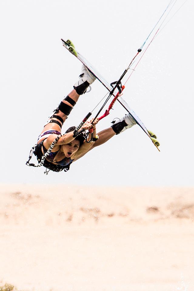 kitesurf wallpaper image - Bruna Kajiya with a raily - kitesurfing - in resolution: iPhone 640 X 960