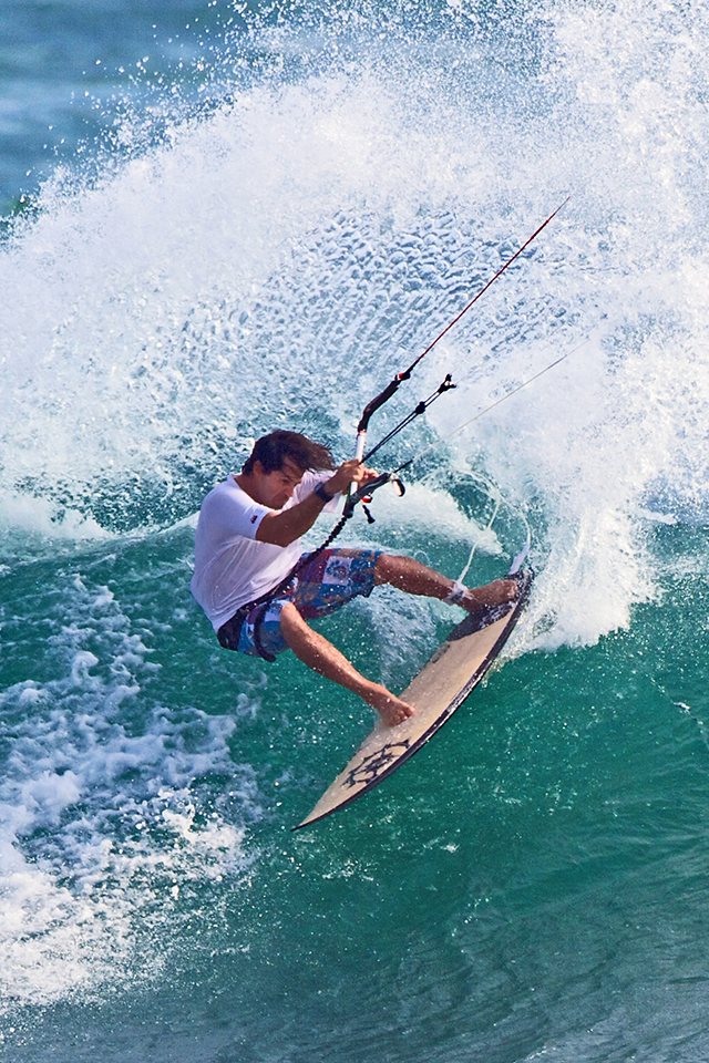 kitesurf wallpaper image - Mauricio Abreu shredding it dude - in resolution: iPhone 640 X 960
