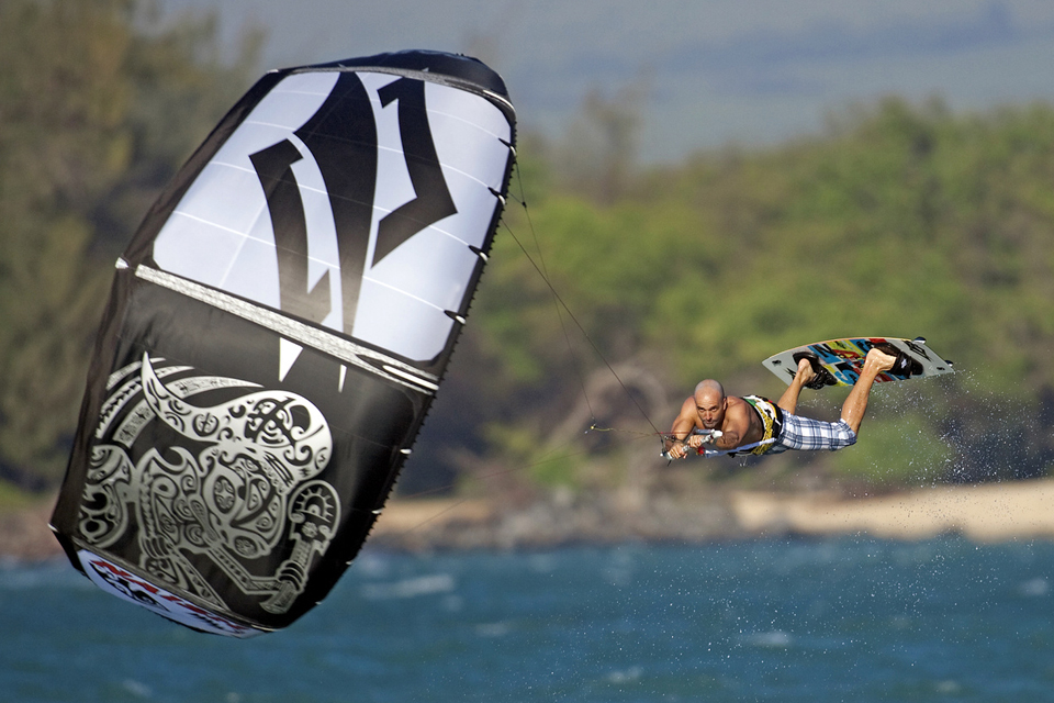 kitesurf wallpaper image - going for the max - kiteloop by naish - in resolution: iPhone 960 X 640