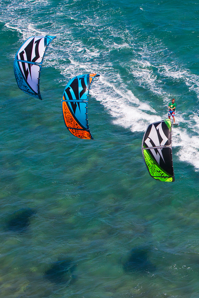 kitesurf wallpaper image - Sam Light, Jesse Richman, Kai Lenny and Jalou Langeree riding on the Naish Park kite - in resolution: iPhone 640 X 960