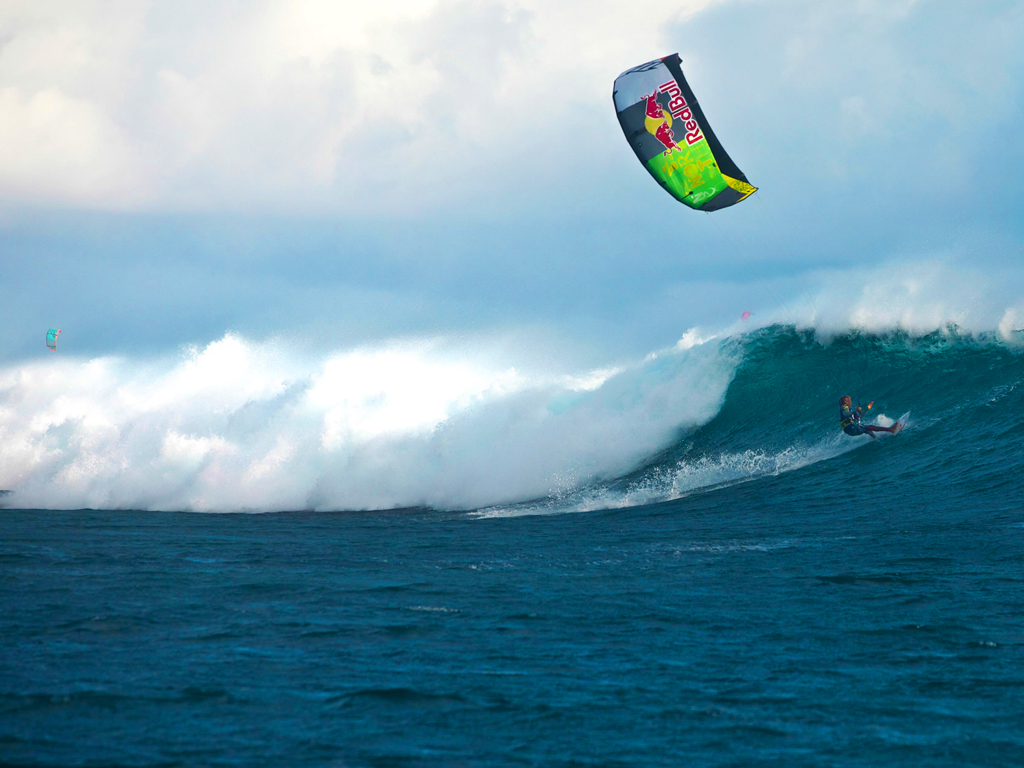 kitesurf wallpaper image - Airton Cozzolino loading up on a wave - in resolution: iPad 1 1024 X 768