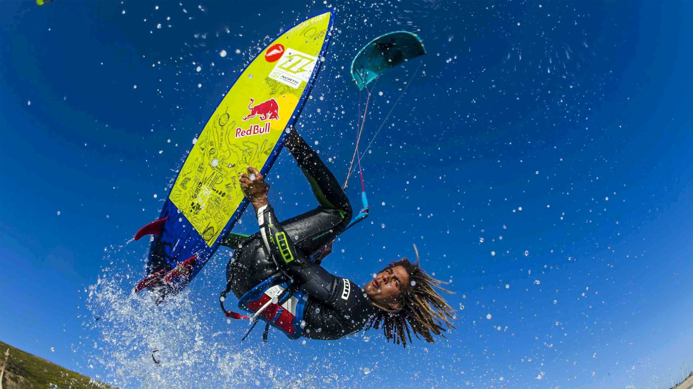 kitesurf wallpaper image - Airton Cozzolino with a strapless arial - North kiteboarding - in resolution: High Definition - HD 16:9 2400 X 1350