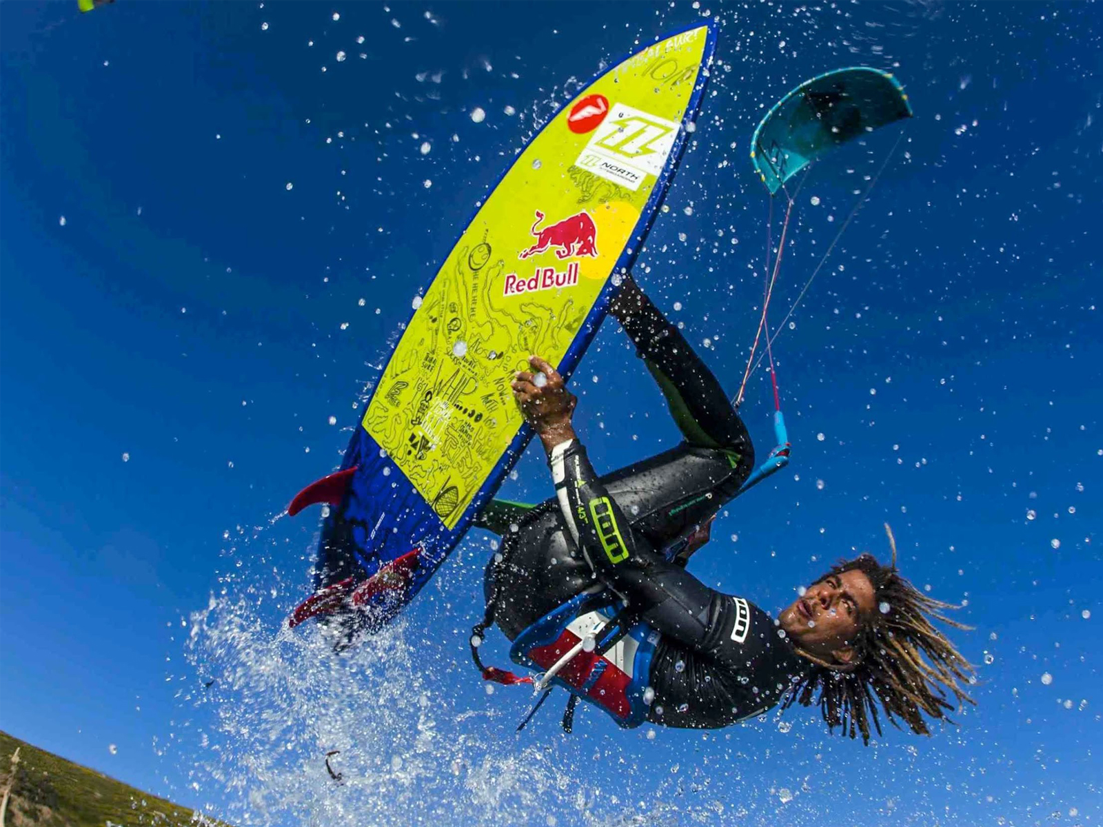 kitesurf wallpaper image - Airton Cozzolino with a strapless arial - North kiteboarding - in resolution: Standard 4:3 1600 X 1200