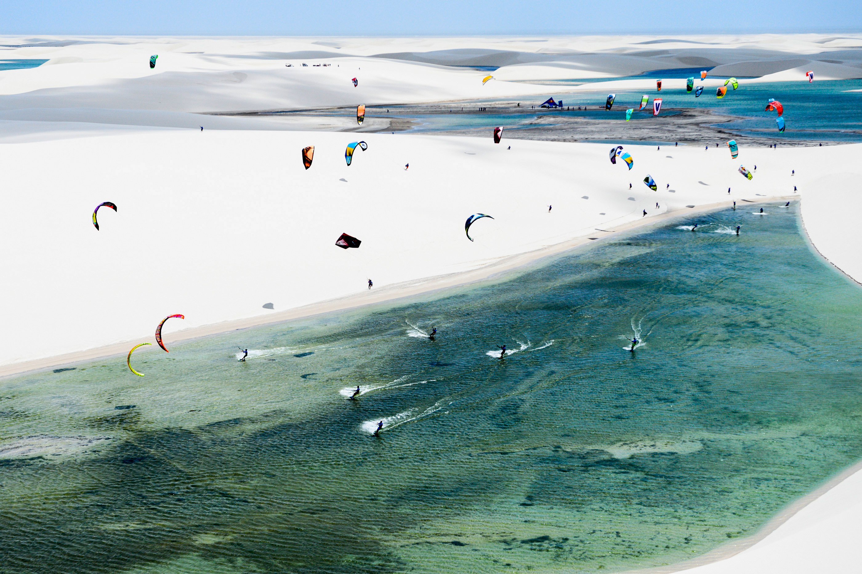 kitesurf wallpaper image - An arial shot of the Red Bull Rally dos Ventos kitesurfing event in Brazil. - in resolution: Original 2800 X 1864