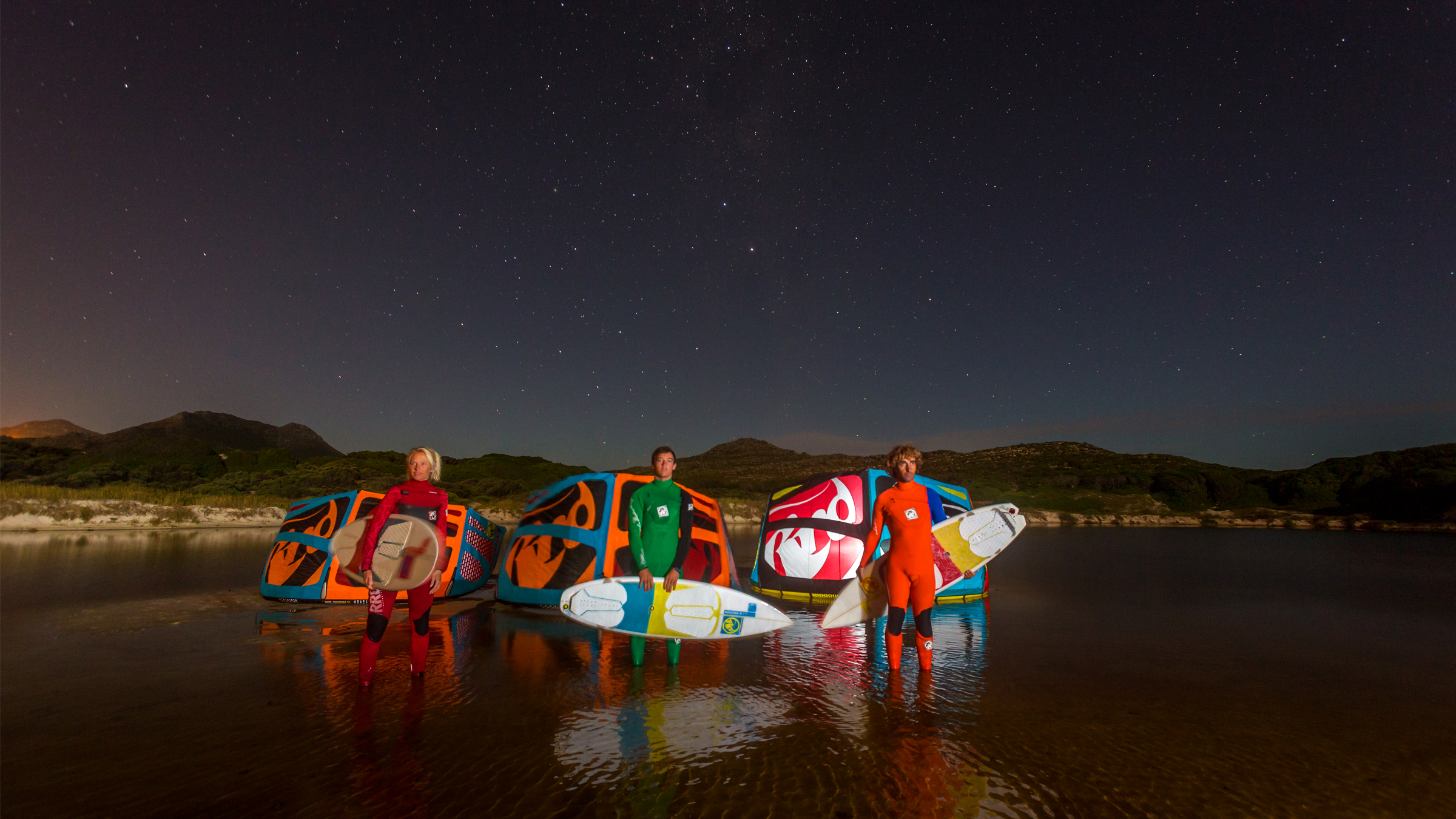 kitesurf wallpaper image - RRD wave trio looking at the stars with their 2015 Religion kites - Abel Lago and Kari Schibevaag - kitesurfing - in resolution: High Definition - HD 16:9 2400 X 1350