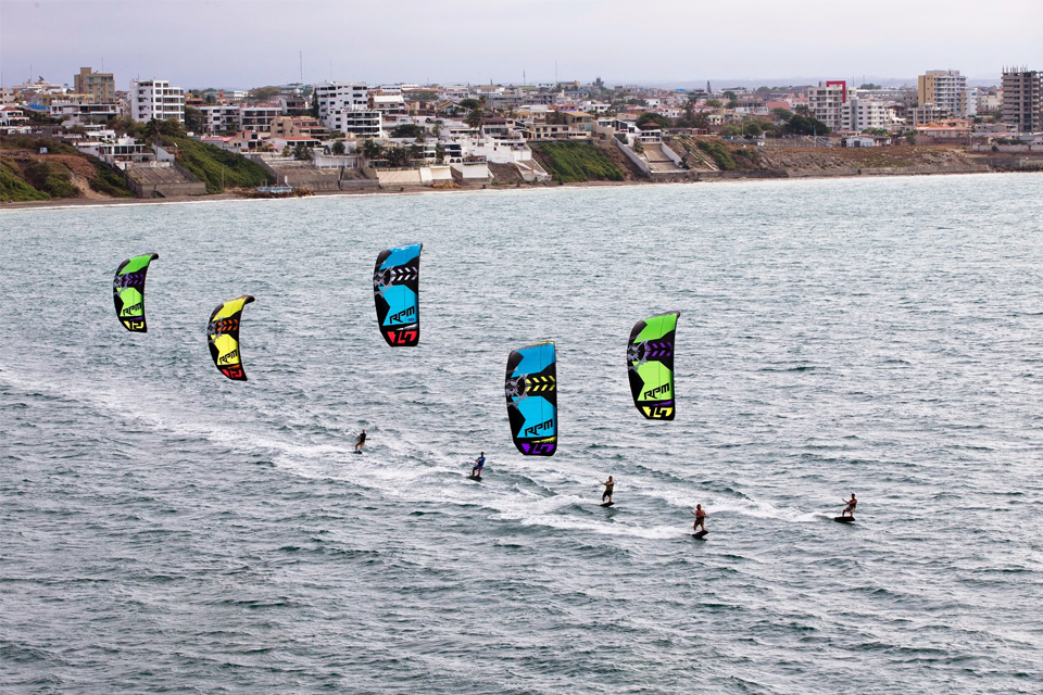 kitesurf wallpaper image - Slingshot RPM riders taking control of the bay - in resolution: iPhone 960 X 640
