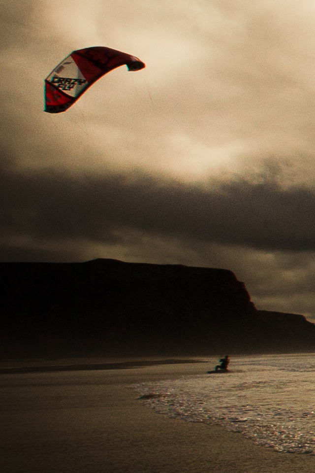kitesurf wallpaper image - A nice sunset kitesurfing session in the waves. - in resolution: iPhone 640 X 960