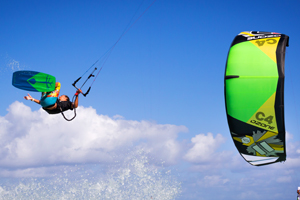Jake Kelsick on the Tona Pop board handlepassing awefully close a C4 Ozone kite